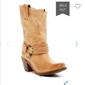frye carmen harness short boots tan sand 8